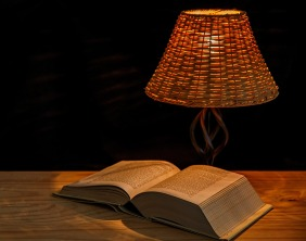 booklight-465350_1280